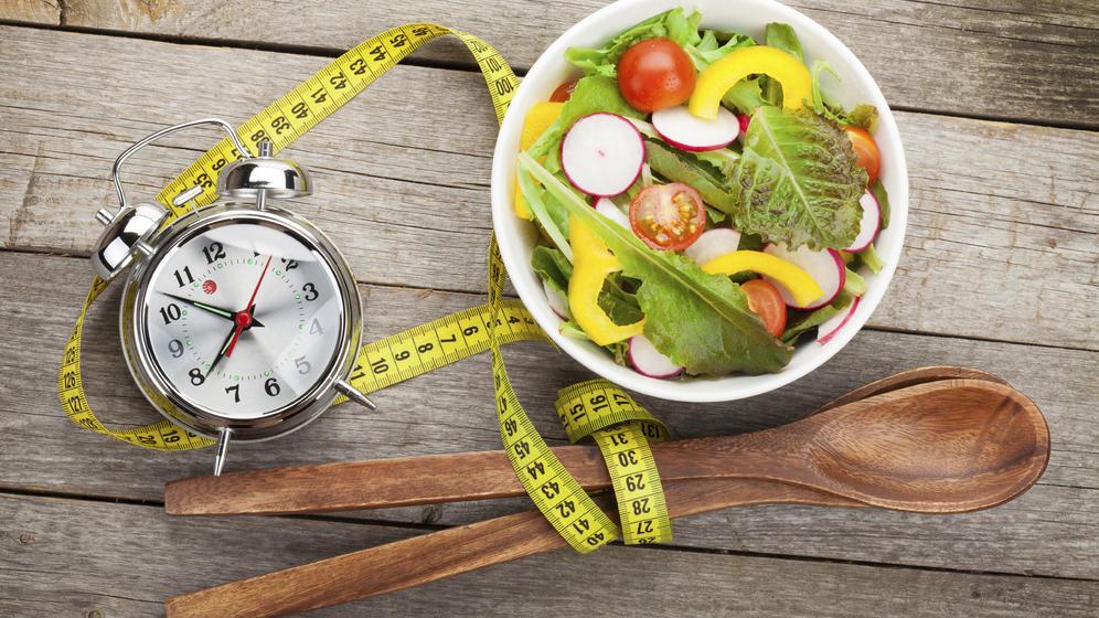Para bajar de peso, ¿es recomendable comer 3 o 6 veces al día?