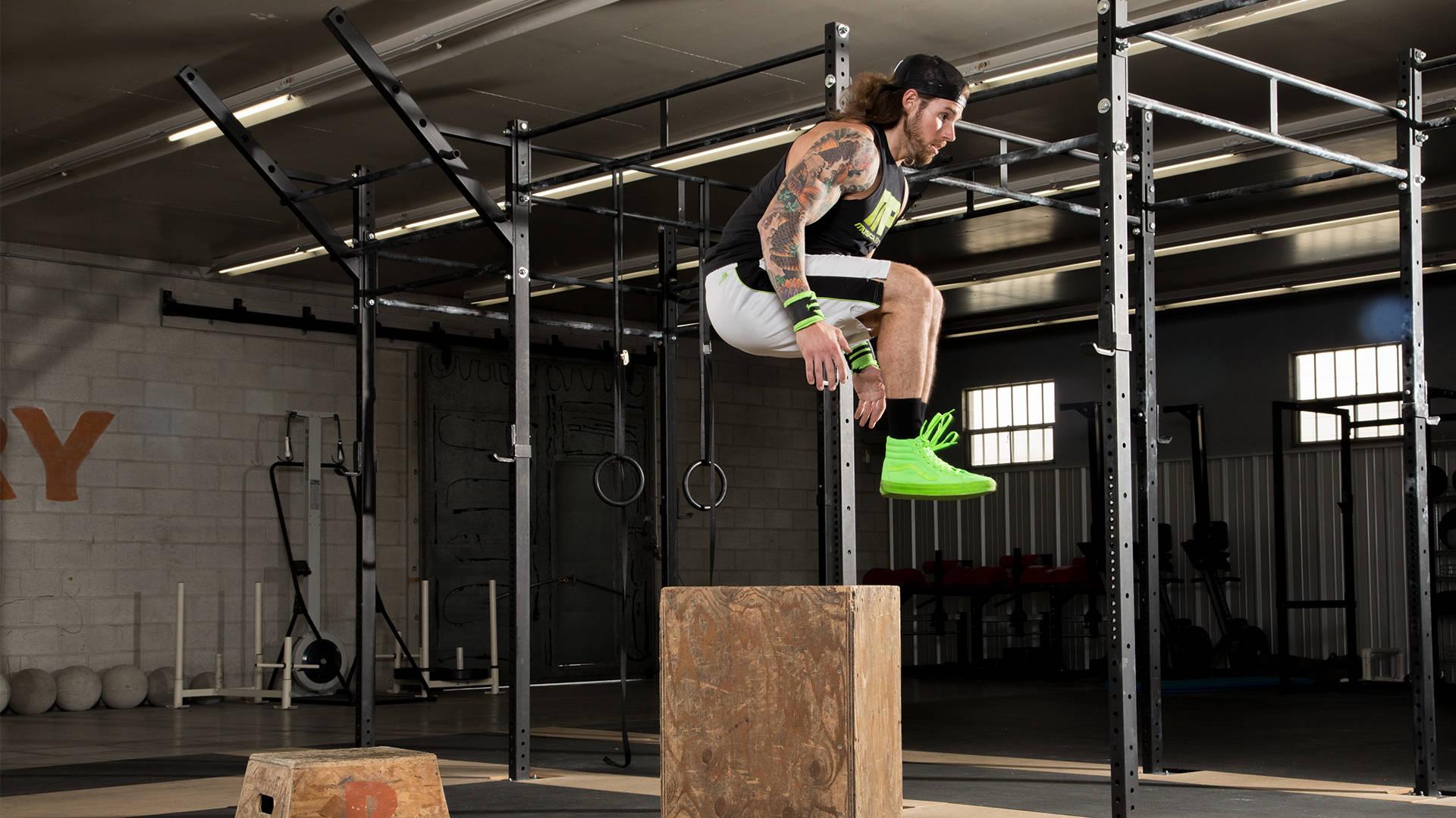 El entrenamiento de cuerpo completo para impulsar los tres grandes alzamientos